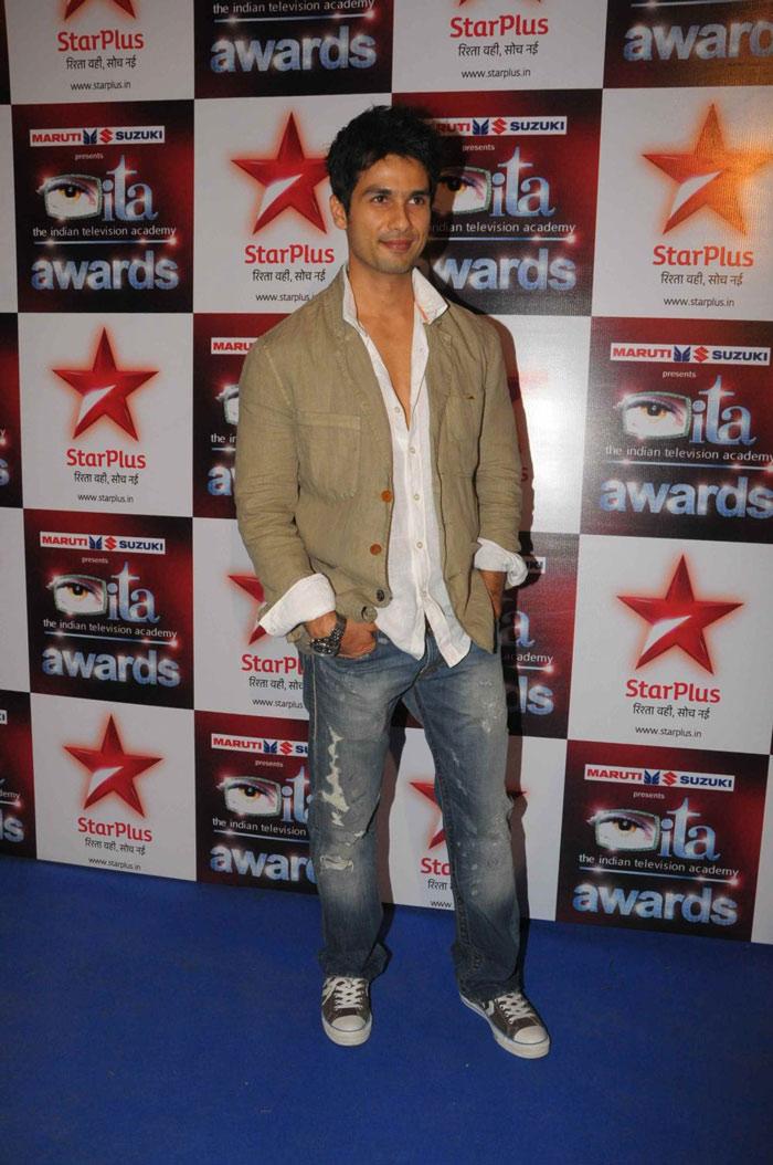 عکس های متفاوت از شاهید کاپور - صفحة 5 Ita-awards-2010_254qcg1